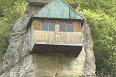 Kuća na steni, foto promo