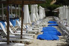 120 EVRA ZA LEŽALJKU!? Gramzivi vlasnici plaža u Grčkoj, Hrvatskoj i CG imaju NOVA PRAVILA, pripremite keš