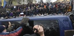 Gorąco na ulicach Kijowa. Prezydent odbity z rąk policjantów