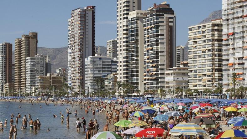 Lato w październiku. Tysiące ludzi na plażach
