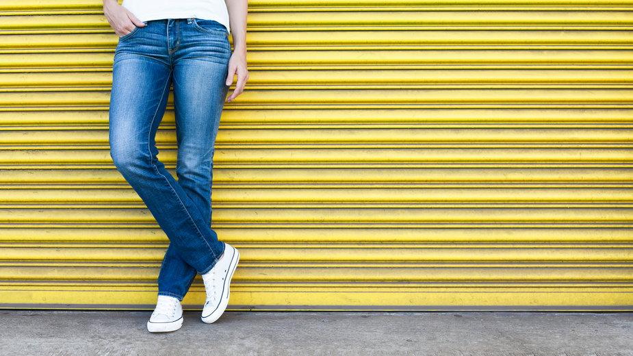 Jeansy straight - najmodniejszy model najbliższych miesięcy