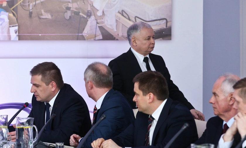Jarosław Kaczyński wyszedł z własnej konferencji