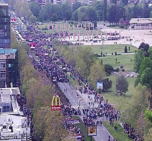 Kolona krenula od Palate Srbija