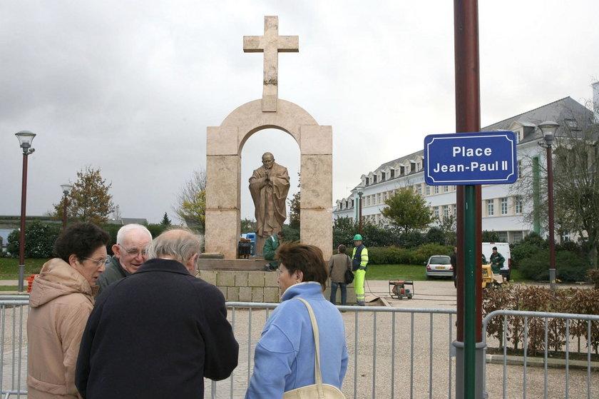 Finał sporu o pomnik papieża Polaka. Walczyła o niego Szydło