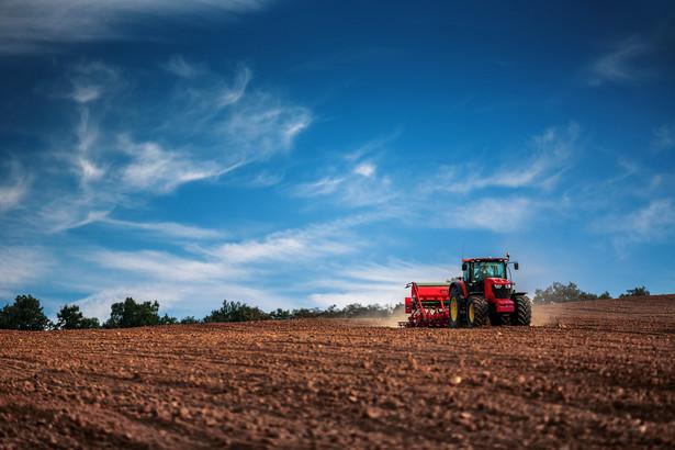 Banki już wstrzymują rozpatrywanie wniosków o kredyty z hipoteką na działkach rolnych