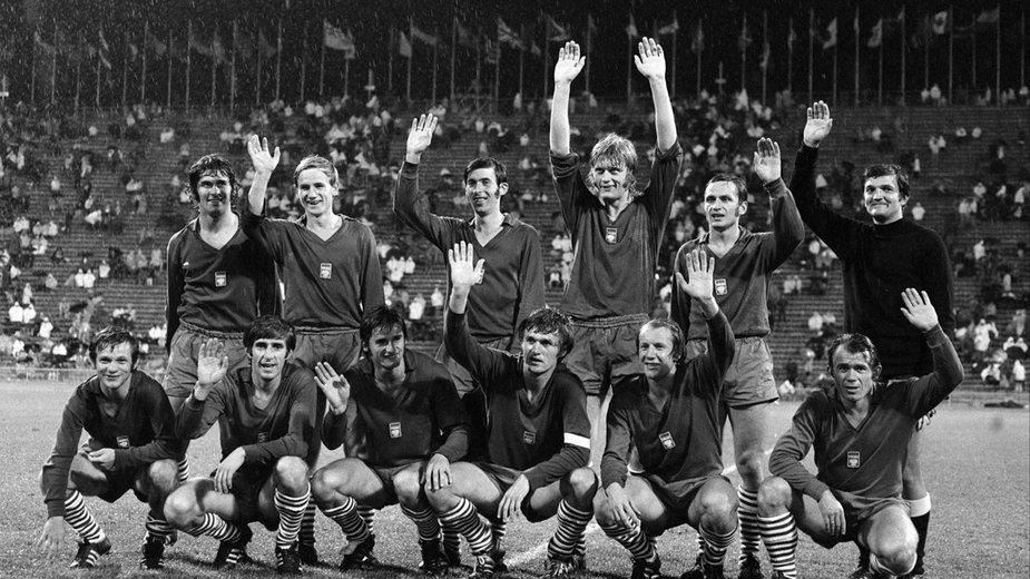 Piłkarska reprezentacja Polski podczas IO w Monachium w 1972 roku (Hubert Kostka stoi pierwszy prawej)