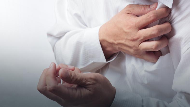 Co Moze Oznaczac Bol W Klatce Piersiowej Zawal Serca Zapalenie