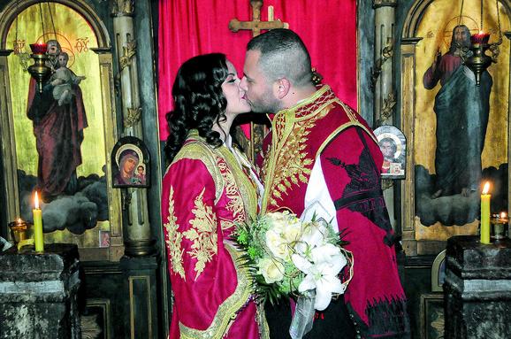 Venčali su se u narodnoj nošnji, u manastiru Svetog arhangela Gavrila
