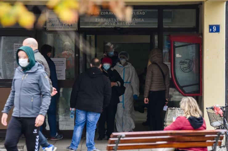 Novi Sad covid ambulanta guzva za testiranje foto Nenad Mihajlovic 9 preview
