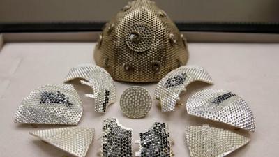 Covid-19: Un bijoutier confectionne le masque le plus cher au monde à 1,5 millions de dollars