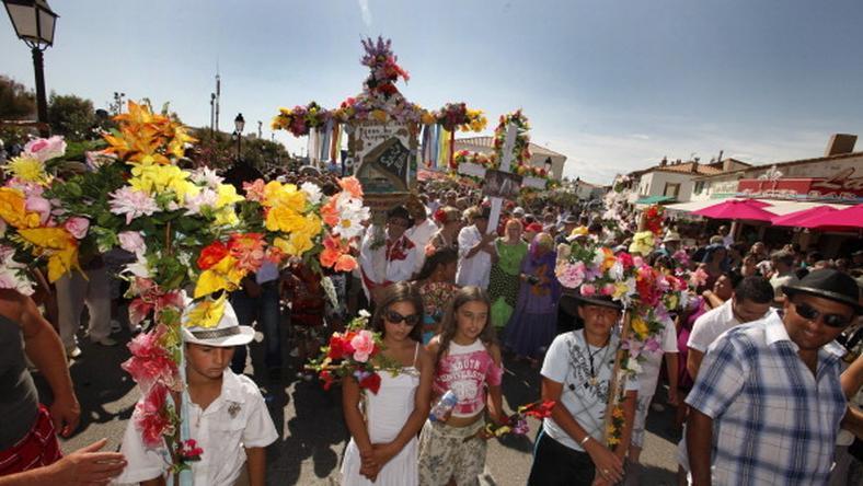 Pielgrzymi podczas procesji w Saintes Maries de la Mer, fot. Getty Images/FPM
