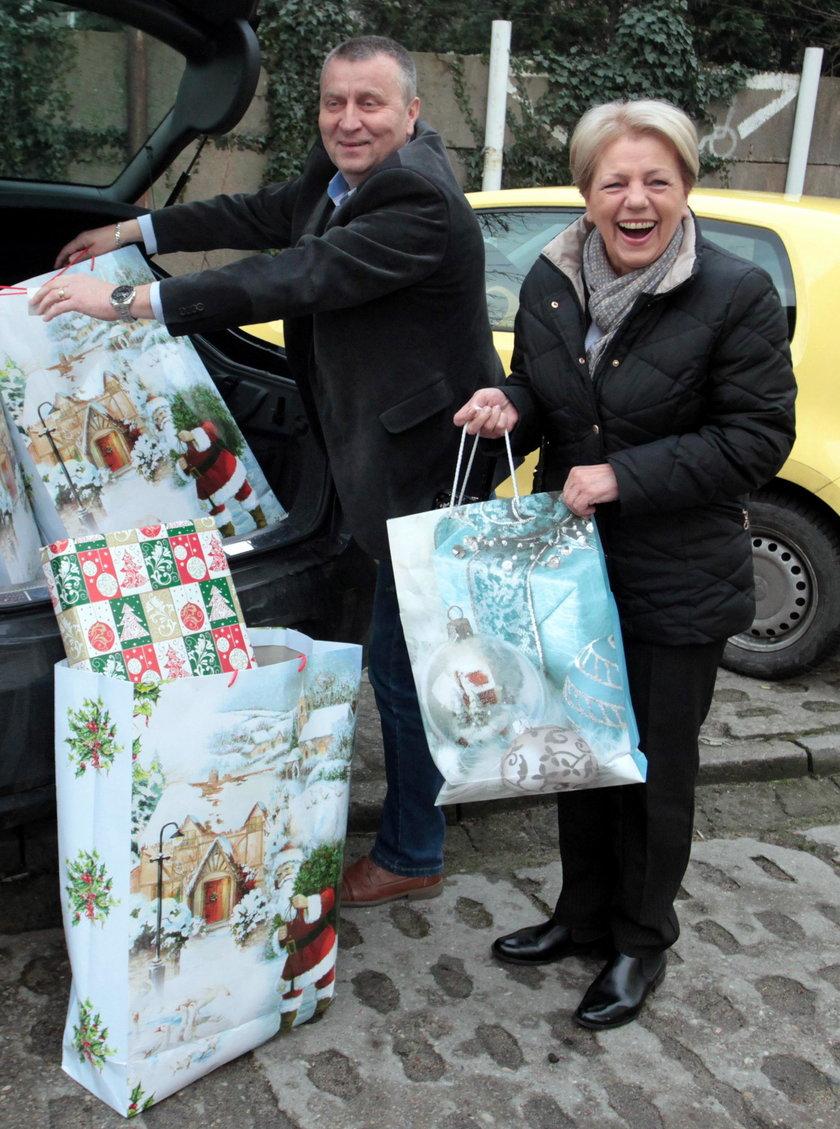 Tak w tym roku wyglądały paczki od prezydenta Gdańska Pawła Adamowicza. Niestety pan prezydent nie mógł wręczyć ich osobiście z powodu choroby. Zastąpiła go sekretarz Gdańska Danuta Janczarek