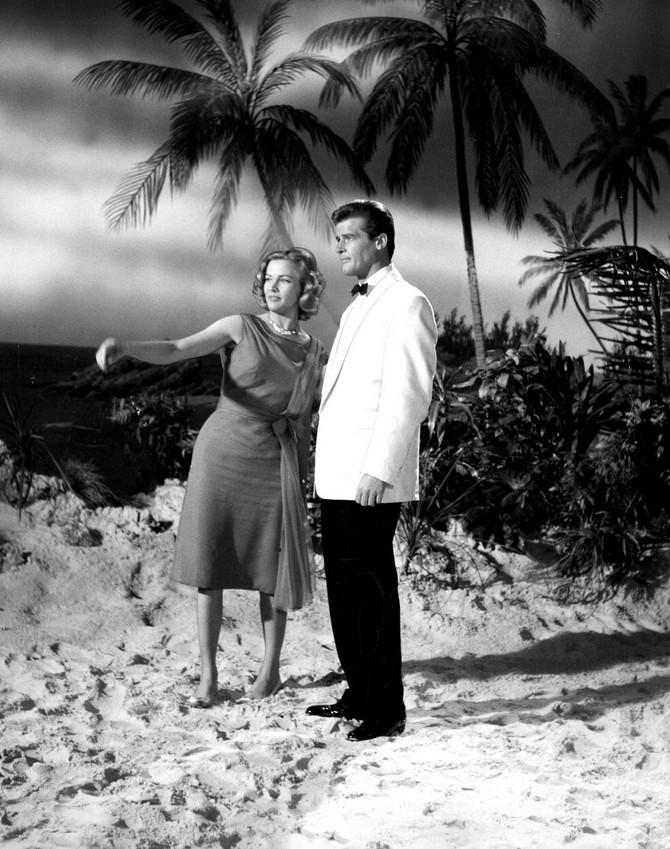 Sa Rodžerom Murom u filmu o Džejmsu Bondu