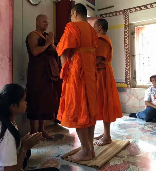 Spotkanie mnicha leśnego z mnichami miejskimi (pomarańczowe szaty)