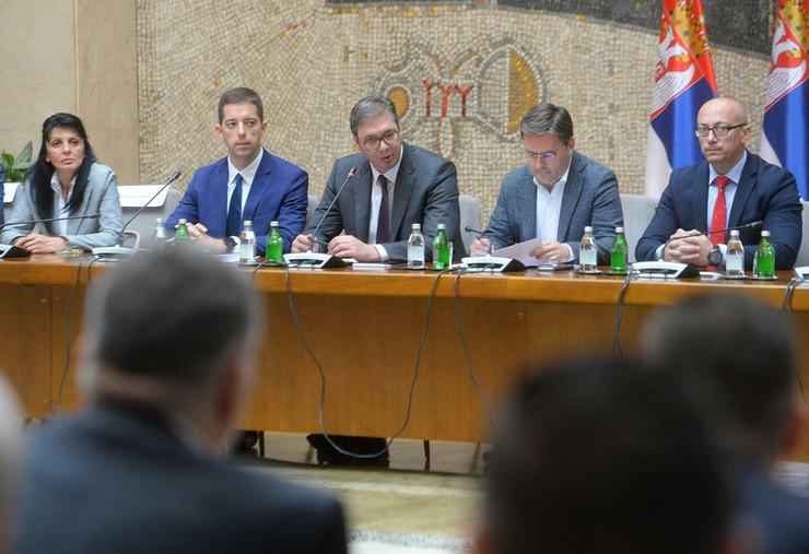 Aleksandar Vučić, politički predstavnici Srba