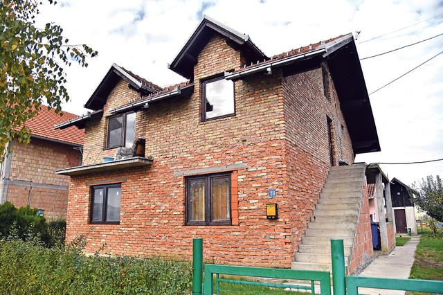 Petrovići su dosad živeli kao podstanari u ovoj kući u Ugrinovcima