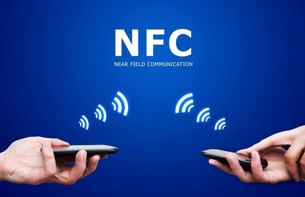 Do tej pory w Polsce technologia NFC była powiązana głównie z płatnościami zbliżeniowymi wykonywanymi za pomocą telefonu z modułem NFC i kartą SIM powiązaną z karta płatniczą.