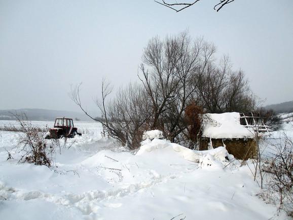 Telo nađeno stotinak metara od kolibe u koju se od mećave sklonio Nenadov brat sa dvojicom meštana