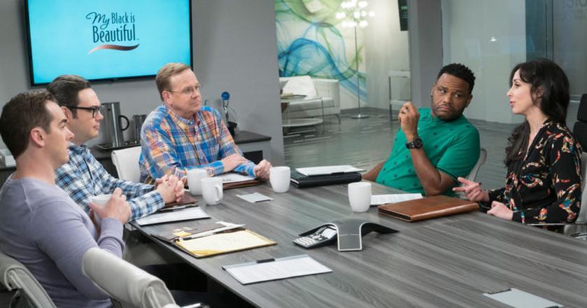 Dre Johnson, pracując nad własną kampanią, rozmawiał z innymi bohaterami o akcji P&G