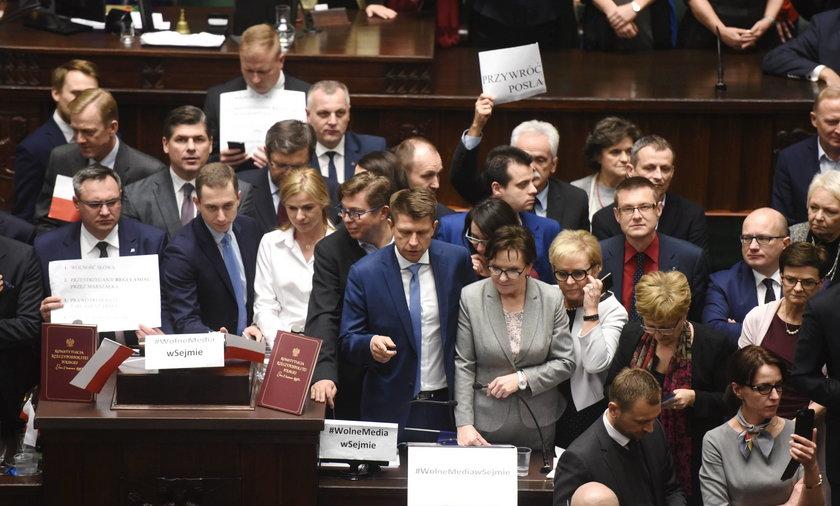 Przesilenie w Sejmie. Dalsza okupacja czy krok w tył?