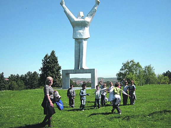 Spomenik u Valjevu, simbol grada, više puta je bio oskrnavljen