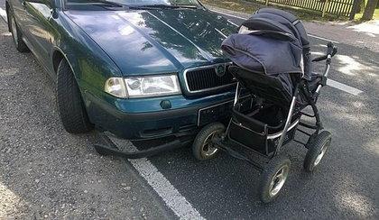 Groźny wypadek na Kaszubach. 28-latka potrąciła wózek z dzieckiem