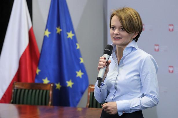 Jadwiga Emilewicz zapowiedziała, że zwiększeniu innowacyjności służyć na polityka rządu oparta na czterech filarach: cyfryzacji 4.0, wsparciu kompetencji Polaków, zielonej gospodarce, inwestowaniu w start-upy oraz nowe technologie