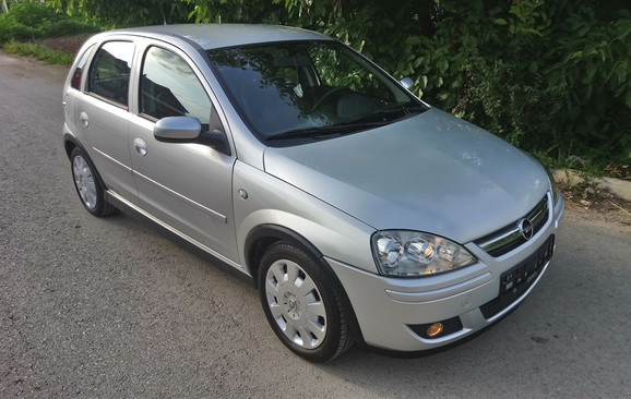 02-Opel-Corsa