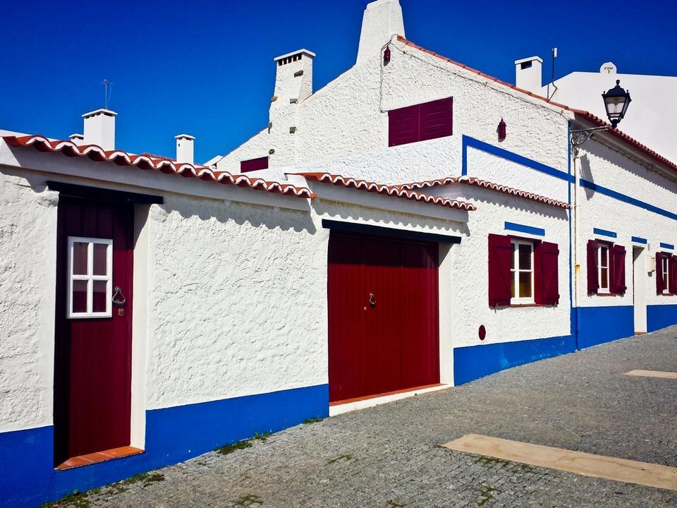 Costa Vicentina - 60 kilometrów zachodniego wybrzeża Portugalii, ciągnącego się na południe od Lizbony aż do Przylądka Świętego Wincenta.