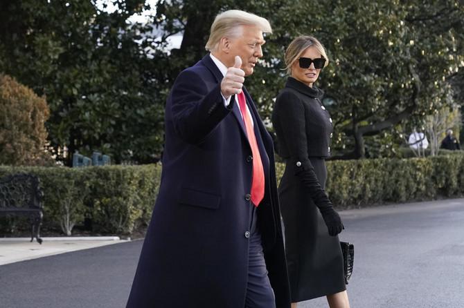 Melanija i Donald Tramp danas napustili Belu kuću