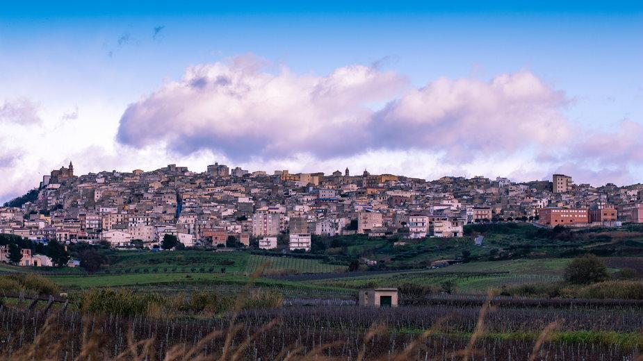 Włochy: miasteczko Sambuca na Sycylii sprzedaje domy po dwa euro