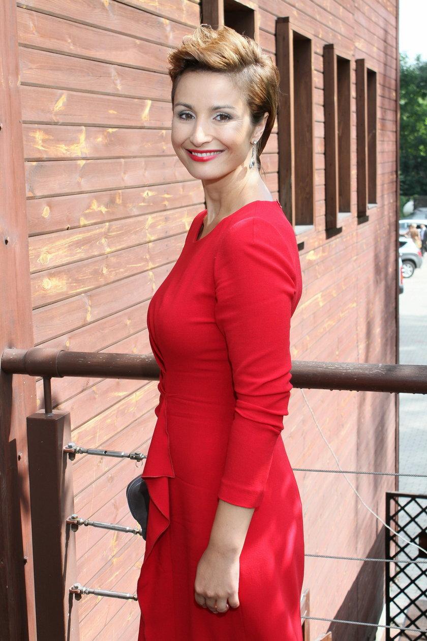Joanna Brodzik w czerwonej sukience