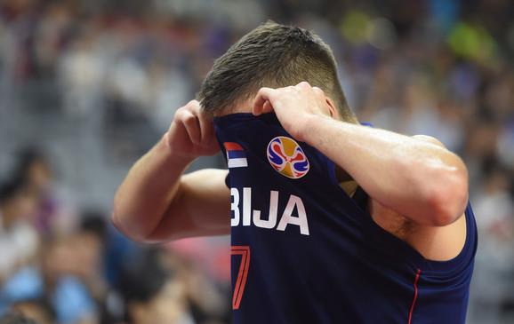 Bogdanović se na kraju utakmice povređen vratio na parket