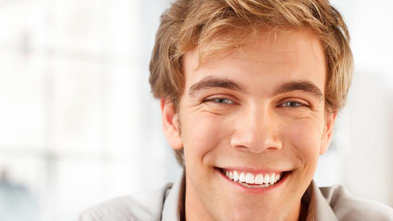 Przekonać go do tego, że gabinet to wielki sklep z gadżetami. W dodatku – drogimi – odpowiadają stomatolodzy. Oto pięć najbardziej gadżeciarskich zabiegów stomatologicznych, które powinny spodobać się facetom chcącym leczyć zęby bez bólu i w ekspresowym tempie