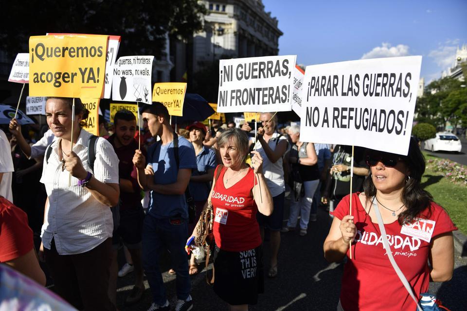 """W Hiszpanii manifestacje. Żądają przyjęcia uchodźców - """"dość wymówek!"""""""