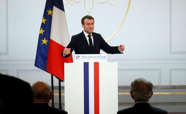 """Hasłem wystąpienia prezydenta była """"jedność narodu"""" i Macron zapowiedział, że podejmie w najbliższych tygodniach """"nowe decyzje"""", które pozwolą walczyć z """"siłami, które podminowują"""" tę jedność"""