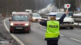 Policjanci bawią się w szeryfów. Jak powinna wyglądać kontrola drogowa?