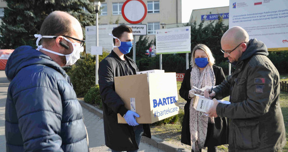 Przekazanie maseczek do szpitala rejonowego w Mińsku ...