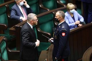 Marszałek Sejmu wykluczyła Brauna z obrad izby za odmowę nałożenia maseczki