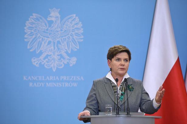 Wczoraj w Sejmie szefowa rządu zapewniała, że nie ma mowy o łamaniu standardów demokratycznych
