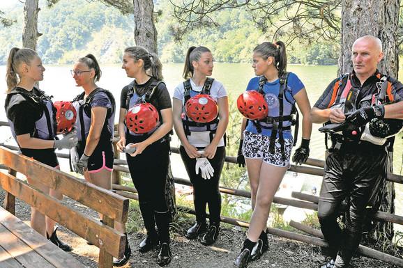 Dok jezero nije očišćeno, trenirale smo na plutajućoj deponiji: ženska rafting reprezentacija srbije