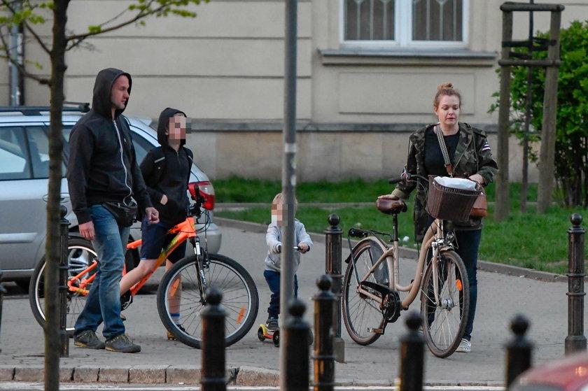 Daria Widawska i Michał Jarosiński z synami Iwonem i Brunonem
