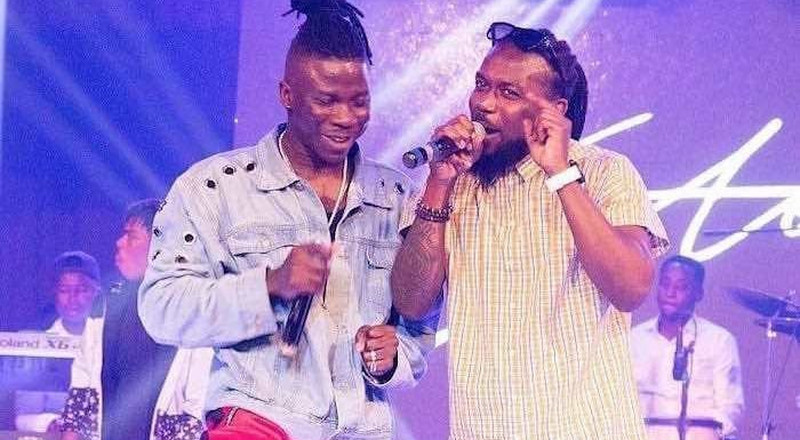He is not a hypocrite; Stonebwoy defends Samini endorsing NPP (WATCH)