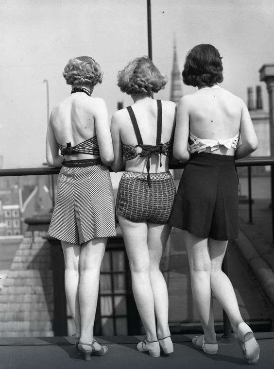 Modelki w dwuczęściowych strojach kąpielowych, rok 1935
