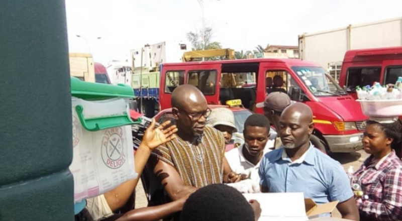 Ghana coach CK Akonnor donates hand sanitisers to street hawkers