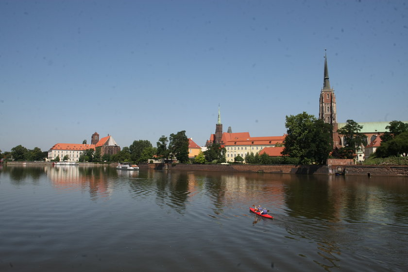 Odra z wrocławską Katedrą w tle