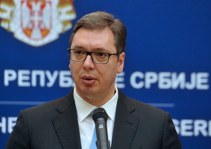 Aleksandar Vučić, Mladen Šarčević, Stipendije nadarenim učenicima