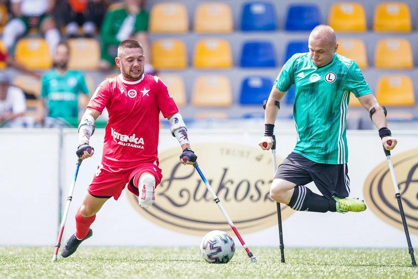 – Lina odcięła mi nogę – wspomina piłkarz biorący obecnie udział w Krakowie w mistrzostwach Europy w ampfutbolu.
