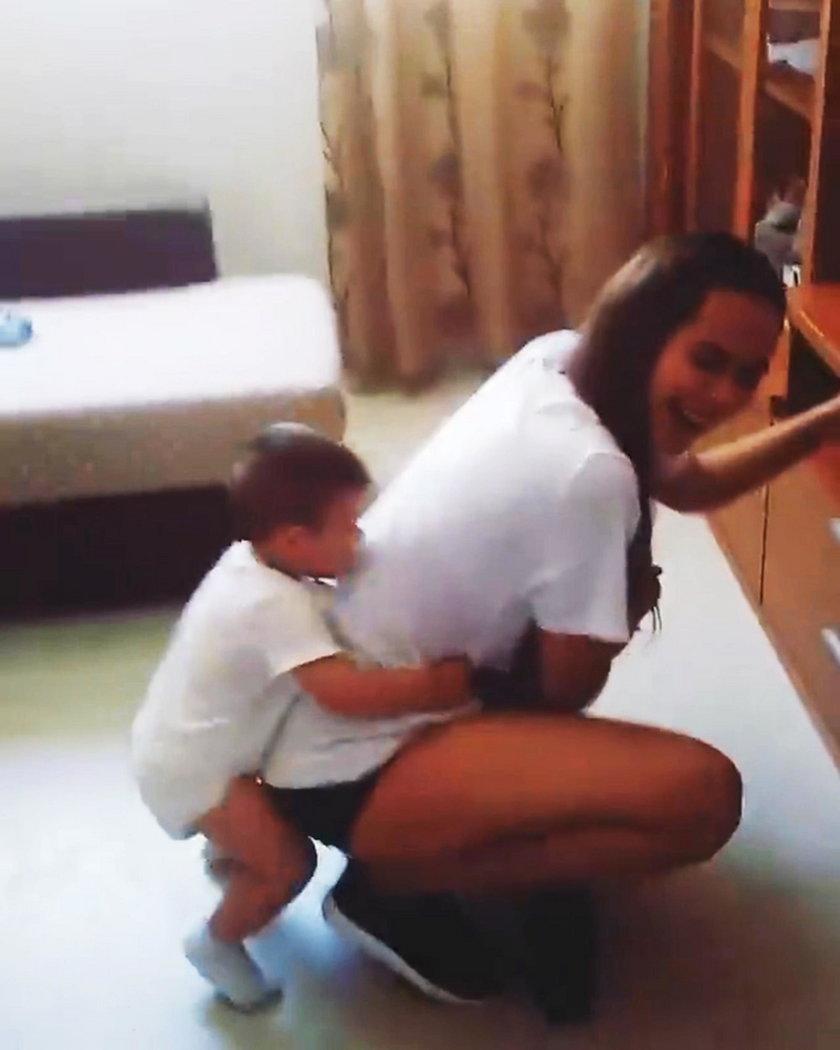 Chciała pobawić się z synkiem. Oskarżyli ją o pedofilię