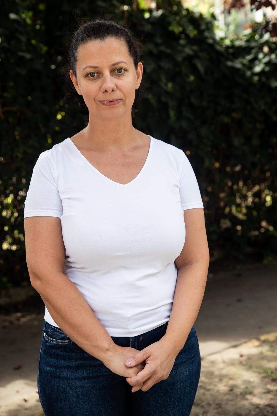 Mikle Krisztina (40) az élelmiszerárak drasztikus növekedésén lepődött meg: Horribilis a gyümölcsök ára, s a péksütemények is erősen drágulnak./Fotó: Zsolnai Péter